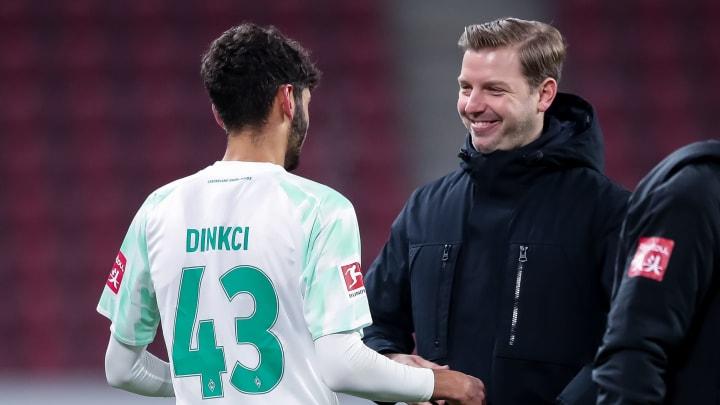 Florian Kohfeldt (r.) verspricht Youngster Eren Dinkci (l.) eine glorreiche Werder-Zukunft