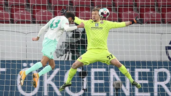 Erste Ballberührung, erstes Bundesliga-Tor: Eren Dinkci (19) köpft Werder Bremen ins Glück