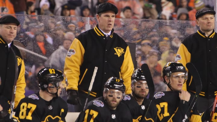 PHILADELPHIA, PENNSYLVANIA - FEBRUARY 23: Mike Sullivan of the Pittsburgh Penguins handles the bench against the Philadelphia Flyers during the 2019 Coors Light NHL Stadium Series game at the Lincoln Financial Field on February 23, 2019 in Philadelphia, Pennsylvania. (Photo by Bruce Bennett/Getty Images)