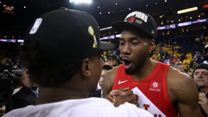 OAKLAND, CALIFORNIA - JUNE 13:  Kawhi Leonard #2 of the Toronto Raptors celebrates his teams win victory over the Golden State Warriors in Game Six to win the 2019 NBA Finals at ORACLE Arena on June 13, 2019 in Oakland, California. NOTE TO USER: User expressly acknowledges and agrees that, by downloading and or using this photograph, User is consenting to the terms and conditions of the Getty Images License Agreement. (Photo by Ezra Shaw/Getty Images)