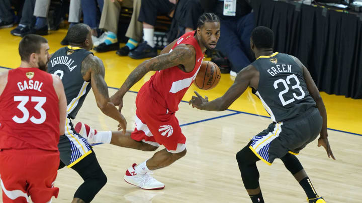 OAKLAND, CALIFORNIA - JUNE 13:  Kawhi Leonard #2 of the Toronto Raptors is defended by Draymond Green #23 of the Golden State Warriors in the first half during Game Six of the 2019 NBA Finals at ORACLE Arena on June 13, 2019 in Oakland, California. NOTE TO USER: User expressly acknowledges and agrees that, by downloading and or using this photograph, User is consenting to the terms and conditions of the Getty Images License Agreement. (Photo by Thearon W. Henderson/Getty Images)