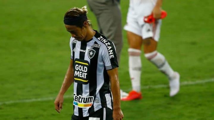 Desentendimentos internos e problemas físicos marcaram a saída de Honda do Botafogo.