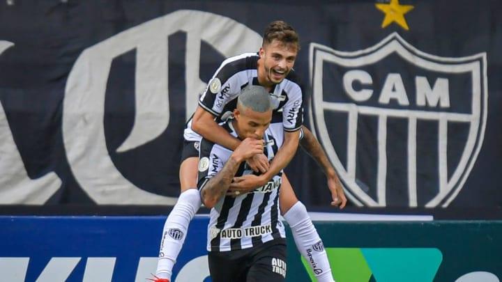 Sob o comando de Sampaoli, Atlético foi campeão estadual e garantiu vaga na Libertadores pelo Brasileiro.