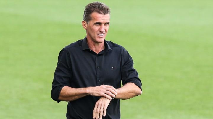 Corinthians não pretende firmar contratos longos com trio de peso de Vagner Mancini; entenda