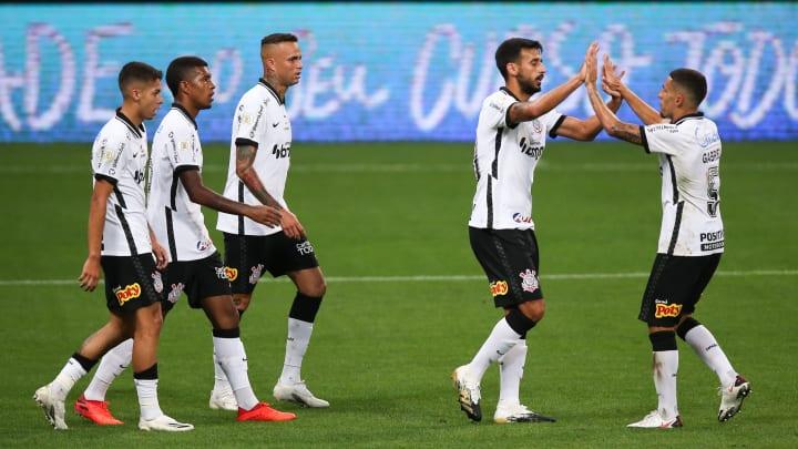 Premiação em dinheiro, estabilidade frente às crises e chance de título: entenda tudo que está em jogo para o Corinthians em sua estreia.
