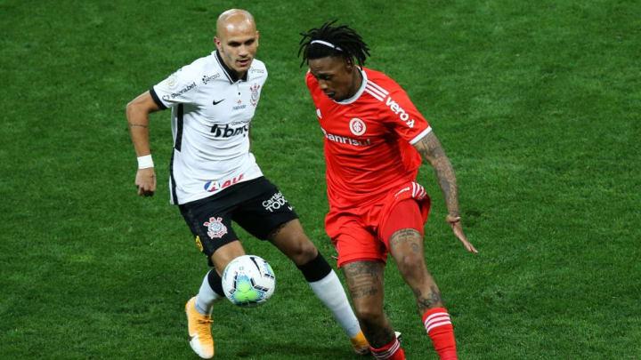 Abel Hernandez, Fabio Santos Corinthians Internacional Brasileirão