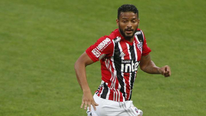Lateral do São Paulo tatuou a taça do Campeonato Paulista 2021, título que colocou fim ao longo jejum do Tricolor