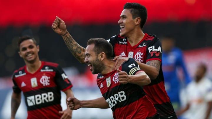 Everton Ribeiro, Pedro