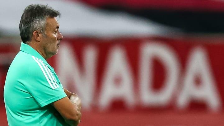 [COMENTE] Para você, a goleada sofrida pelo Flamengo coloca o cargo de Domènec em risco?
