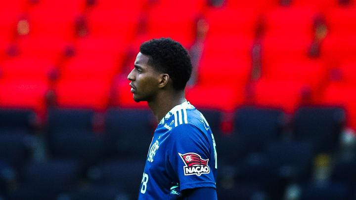 Com Hugo Souza em baixa, Flamengo recebeu contato do empresário de Maílson, do Sport.