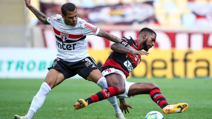Com brasileiros e estrelas do futebol mundial: veja 10 jogadores que atuam em mais de uma posição dentro de campo.