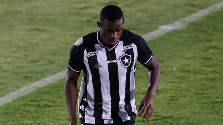 Benevenuto, ex-Botafogo, foi acusado de agressão pela ex-namorada.