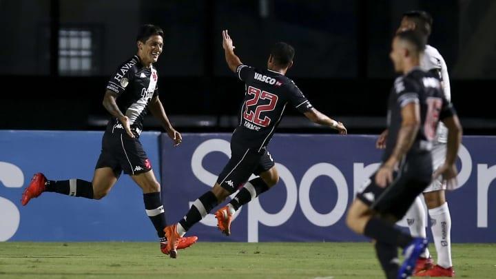 Caldense e Vasco se enfrentam pela Copa do Brasil.