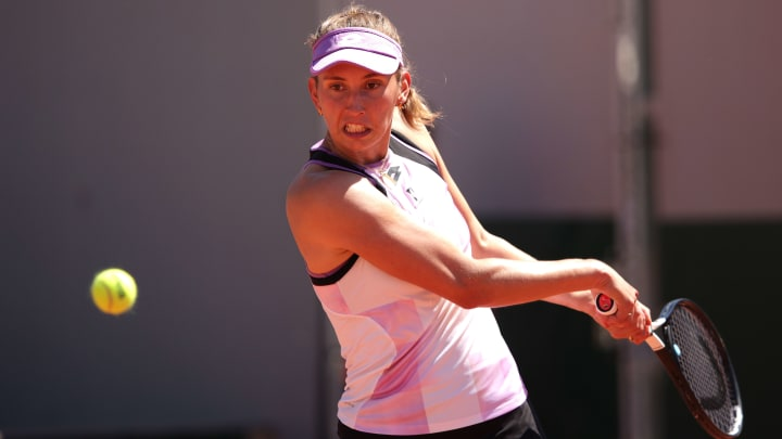 Zarina Diyas vs Elise Mertens odds and prediction for French Open women's singles match.