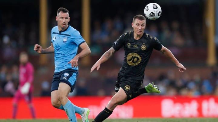 Ryan McGowan, Mitch DukeWestern Sydney Wanderers A-League Austrália Olimpíada