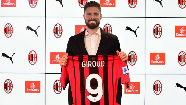 Olivier Giroud è il nuovo n°9 del Milan