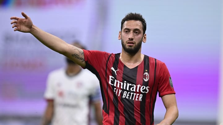 Hakan Calhanoglu talks about his future at AC Milan - Ruetir