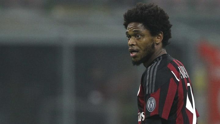 Luiz Adriano, Fernando Torres, Amoroso e mais: confira oito jogadores que passaram pelo Milan e você não lembrava.