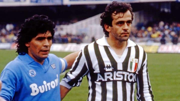 Maradona et Platini lors d'un match entre la Juve et Naples