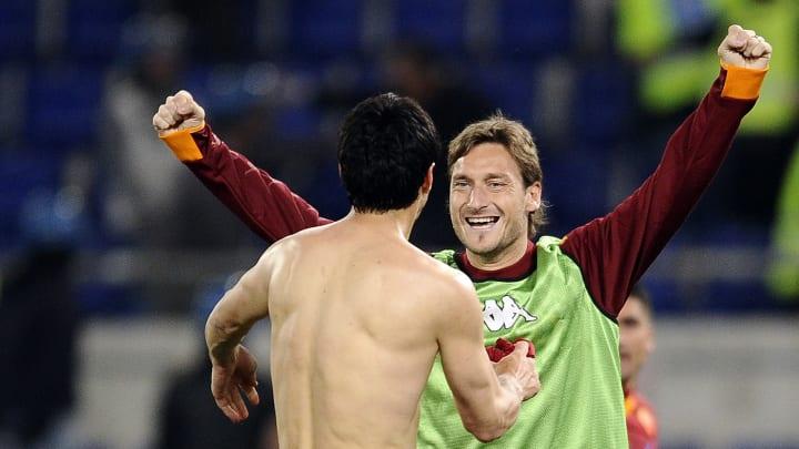 Burdisso et Totti avec la Roma
