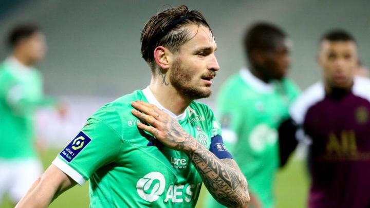 Mathieu Debuchy face au PSG.
