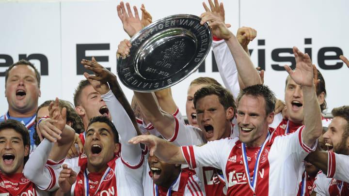 Ajax Amsterdam players hold the Dutch Er