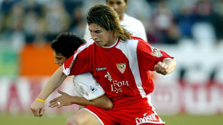 Albacete's Chilean Mark Gonzalez (L) vie