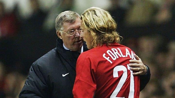 Alex Ferguson with Diego Forlan