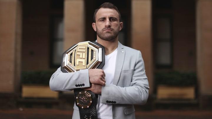 Alexander Volkanovski vs Brian Ortega UFC 266 featherweight bout odds, prediction, fight info, stats, stream and betting insights.