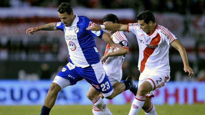 All Boys' forward Cristian Fabbiani (L)