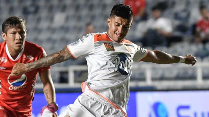 Cruzeiro entra em acordo com o Envigado e anuncia contratação de Yeison Guzmán.