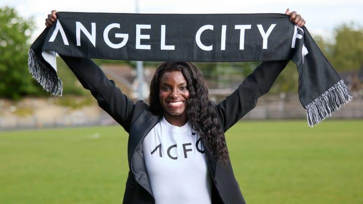Angel City Football Club presenta a Eniola Aluko como su primera directora deportiva