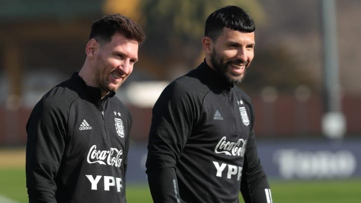 Messi y Agüero serán compañeros en el Barça