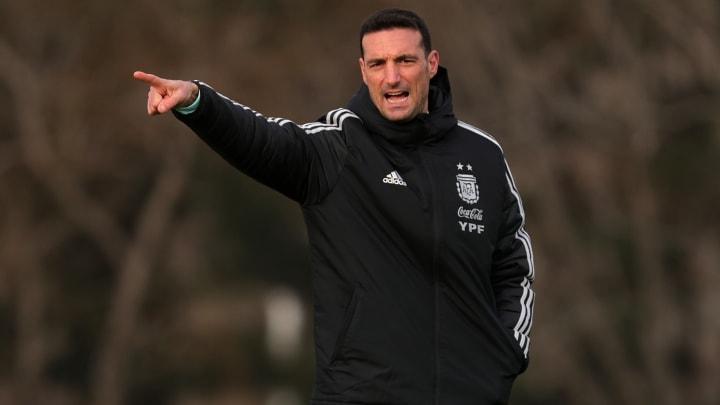 Argentina Training Session - Copa America 2021 - Scaloni brinda indicaciones.