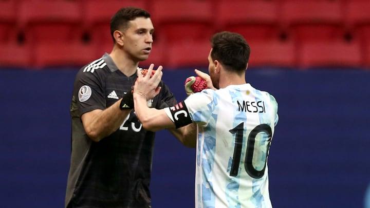 Messi y Dibu presentes