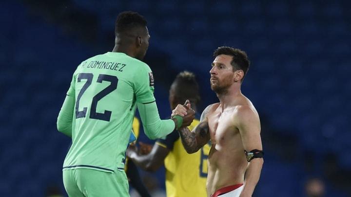 Lionel Messi, Alexander Dominguez