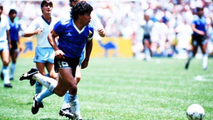 Maradona face à l'Angleterre lors de la Coupe du Monde 1986