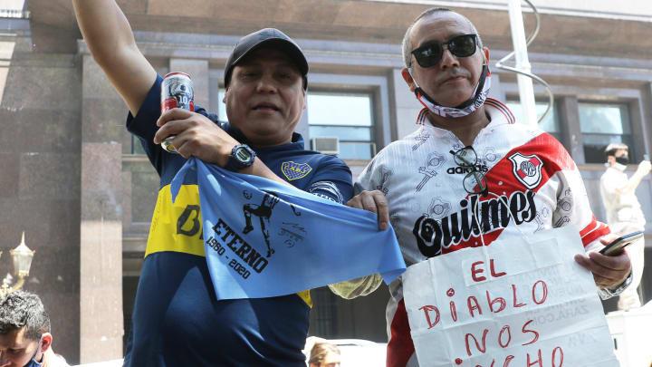 Morte de Maradona deixou lado a lado fãs de River e Boca