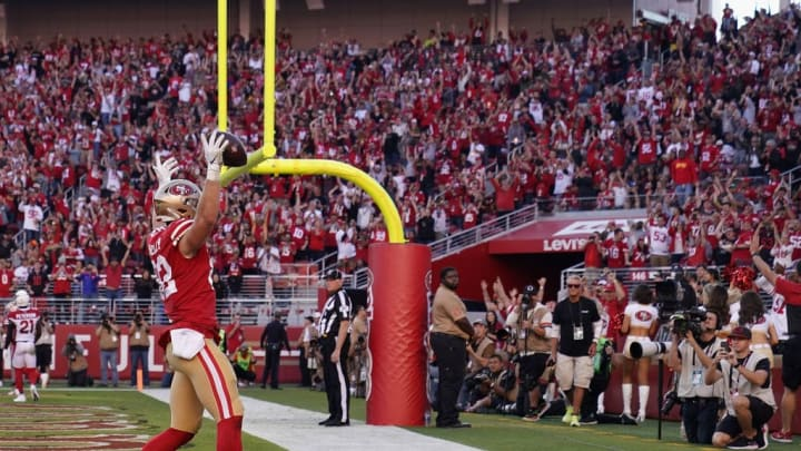 SANTA CLARA, CALIFORNIA - NOVEMBER 17: Tight end Ross Dwelley #82 of the San Francisco 49ers celebrates after scoring on a five yard touchdown reception against the Arizona Cardinals during the second half of the NFL game at Levi's Stadium on November 17, 2019 in Santa Clara, California. (Photo by Thearon W. Henderson/Getty Images)