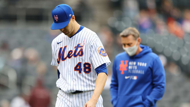 Jacob deGrom leaves the game.