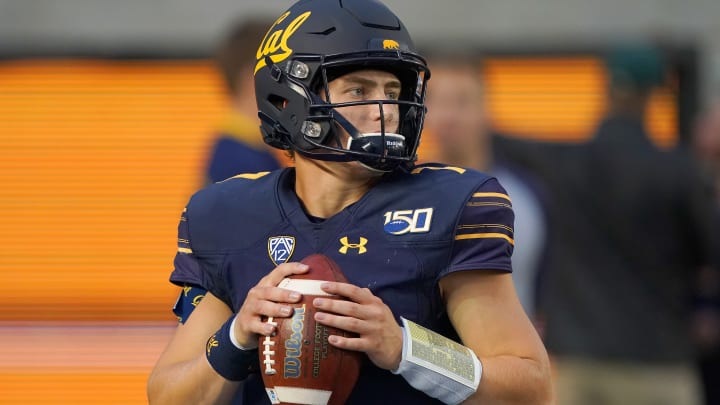 BERKELEY, CALIFORNIA - SEPTEMBER 27: Chase Garbers #7 of the California Golden Bears warms up prior to the start of an NCAA football game against Arizona State Sun Devils at California Memorial Stadium on September 27, 2019 in Berkeley, California. (Photo by Thearon W. Henderson/Getty Images)