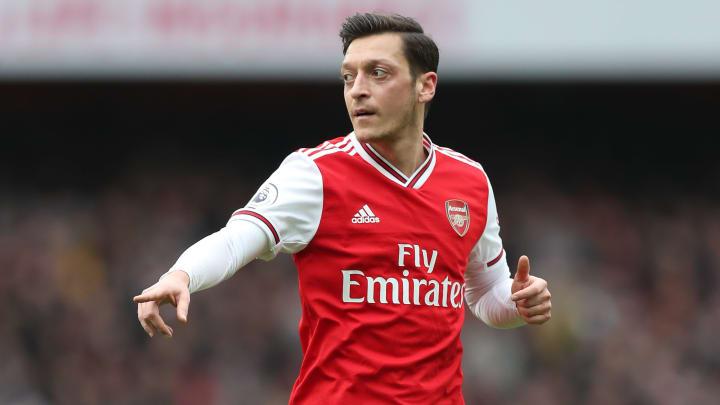 Mesut Özil aspira a retirarse en la MLS