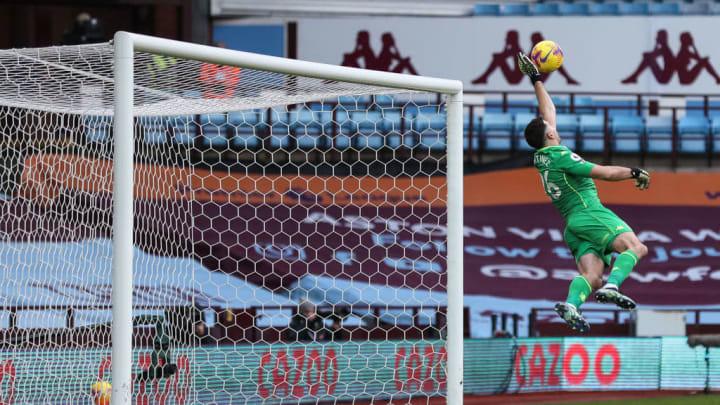 Emiliano Martínez salvando una pelota muy complicada sobre el ángulo izquierdo de la valla. Fue elegido portero de la semana en la Premier League.