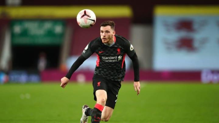 Andrew Robertson en un partido con el Liverpool