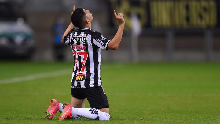 Savarino acabou com o Flamengo no Mineirão
