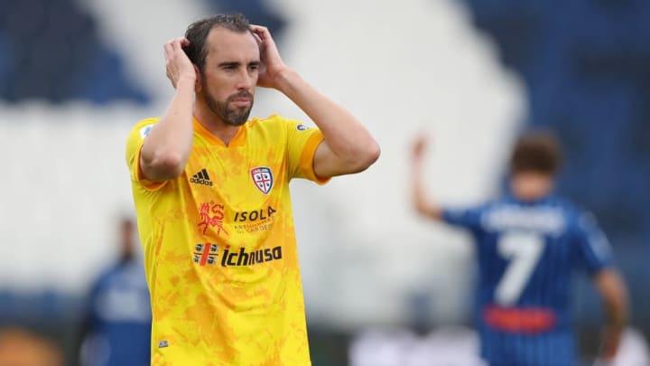 O veterano Godín foi para o Cagliari.