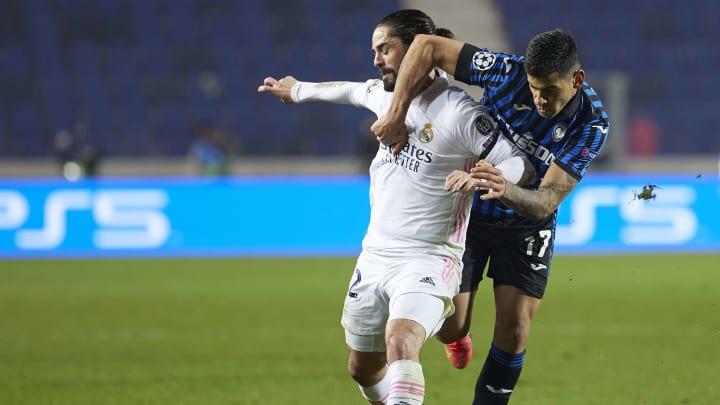 Mal wieder von Anfang an in einem Champions League-Spiel dabei: Isco (hier im Duell mit Atalantas Romero)