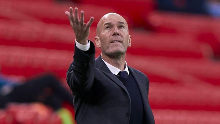 Zidane segue sem um time desde que deixou o Real Madrid