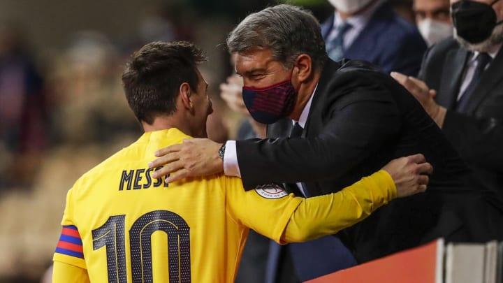 Joan Laporta diz que negociações com Messi estão indo bem. Negócio, porém, ainda não foi fechado.