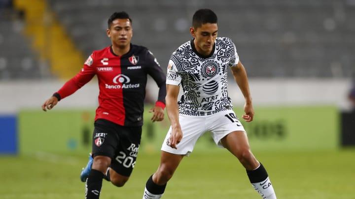 Santiago Naveda (r.) soll sich in den Fokus der Eintracht gespielt haben